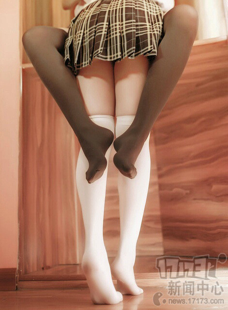 黑丝和白丝真是很难取舍,不过通过视觉选择,腿粗的妹子适合黑丝,腿细的妹子……两种.jpg